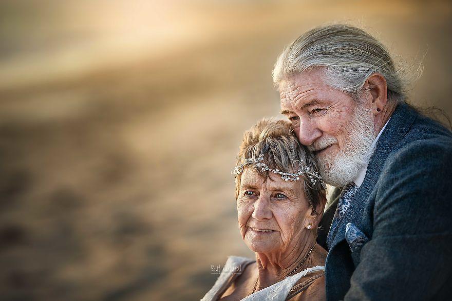 Xúc động bộ ảnh cưới 'tình yêu đích thực' của cặp vợ chồng bên nhau 55 năm