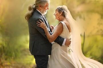 """Xúc động bộ ảnh cưới """"tình yêu đích thực"""" của cặp vợ chồng bên nhau 55 năm"""