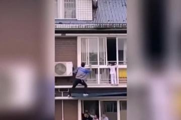 Bất chấp nguy hiểm, người đàn ông liều mình giải cứu bé 6 tuổi