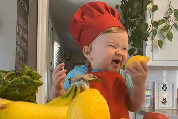 Gặp gỡ đầu bếp nhí mới 1 tuổi 'gây bão' mạng xã hội