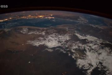 Ngỡ ngàng với hình ảnh sao băng vụt qua Trái Đất nhìn từ Trạm Vũ trụ