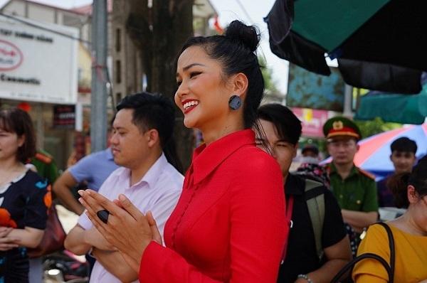 Hoa hậu H'Hen Niê tham gia truyền thông chống mua bán người