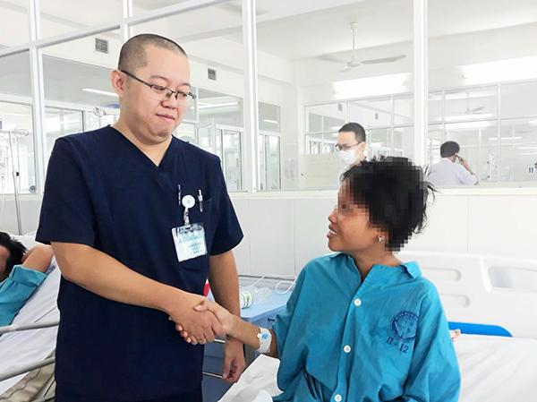 BV Đà Nẵng bảo lãnh nợ viện phí, cứu sống sản phụ nghèo mang thai tử lưu, suy hô hấp cấp
