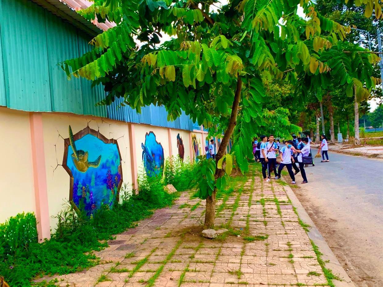trường THPT Bình Thủy nổi tiếng với tranh bích họa sống động
