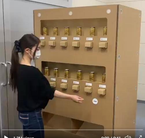 Độc đáo 'máy bán hàng tự động' làm bằng giấy ở Nhật Bản