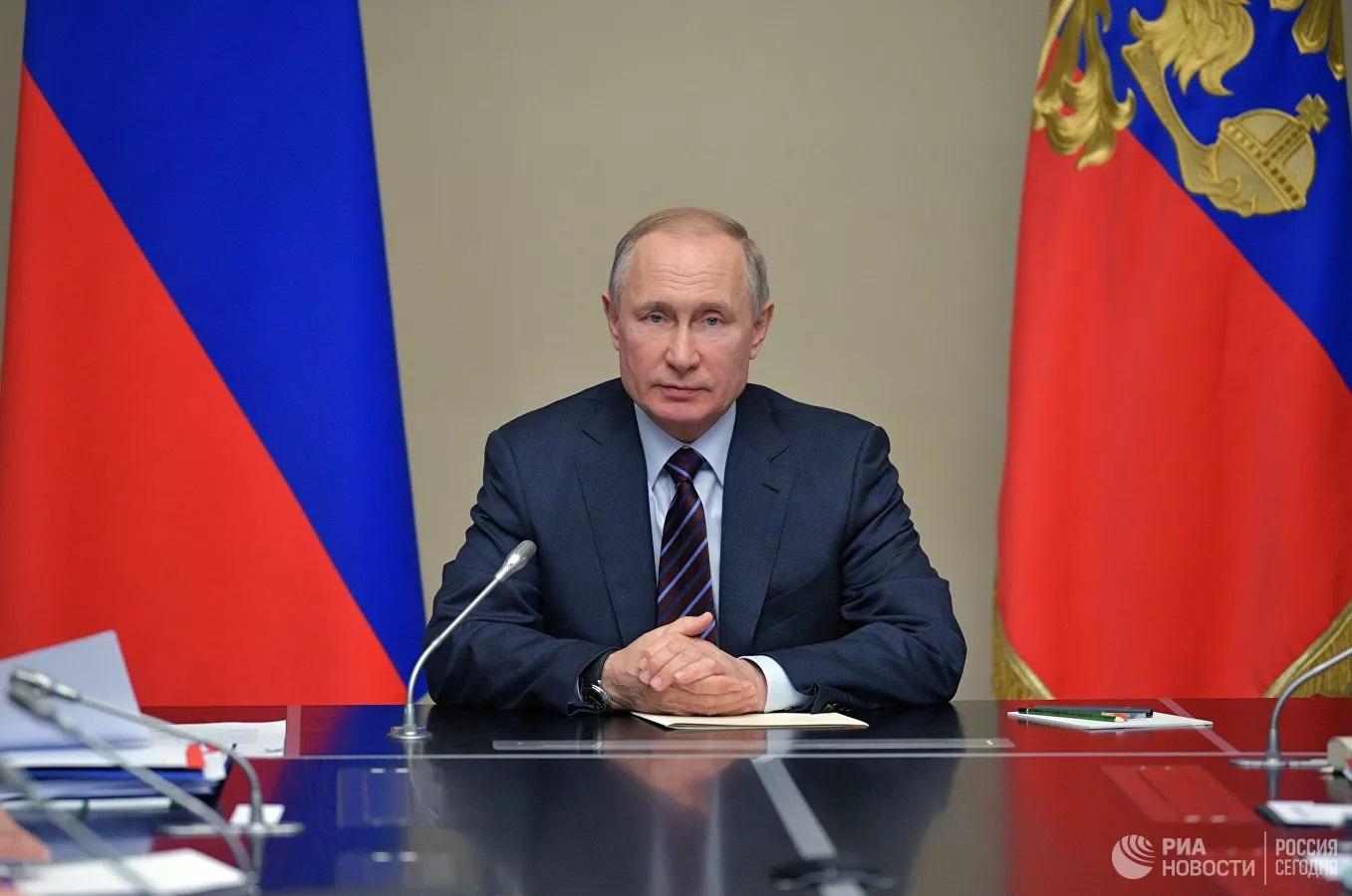 Ông Putin bất ngờ có 'hành động lạ' ngay trong cuộc họp