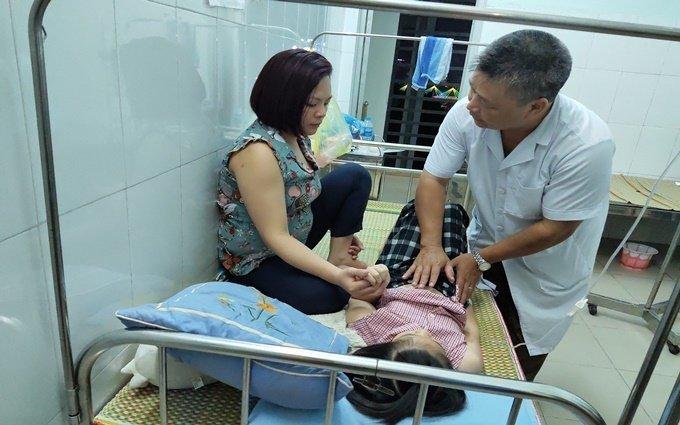Cao Bằng: Đình chỉ hoạt động của nhà cung cấp khiến học sinh nhập viện sau bữa ăn bán trú