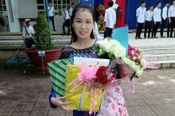 """Cô giáo dạy Văn gây """"sốt"""" với màn hát cải lương Truyện Kiều"""