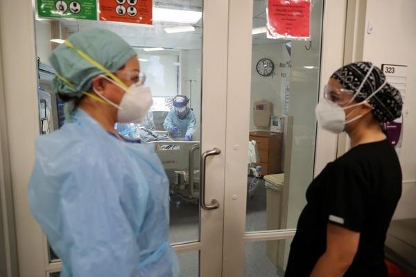 Nữ bác sĩ mang thai 7 tháng vẫn vào ICU cứu người nghèo mắc Covid-19