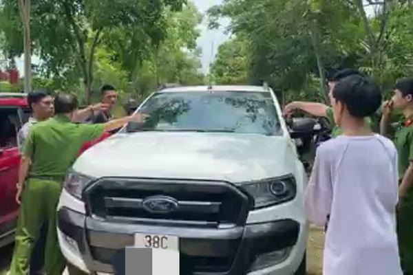 Tin mới vụ người lạ lái xe đến trường đánh, bắt 2 nam sinh chở đi