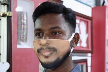 Khẩu trang in mặt người hút khách ở Ấn Độ