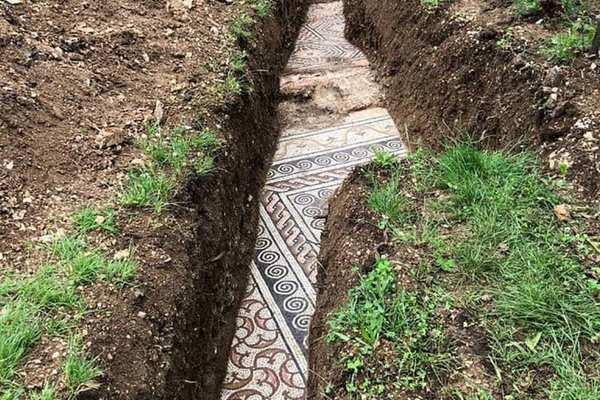 Phát hiện sàn móng công trình La Mã cổ sau 100 năm tìm kiếm
