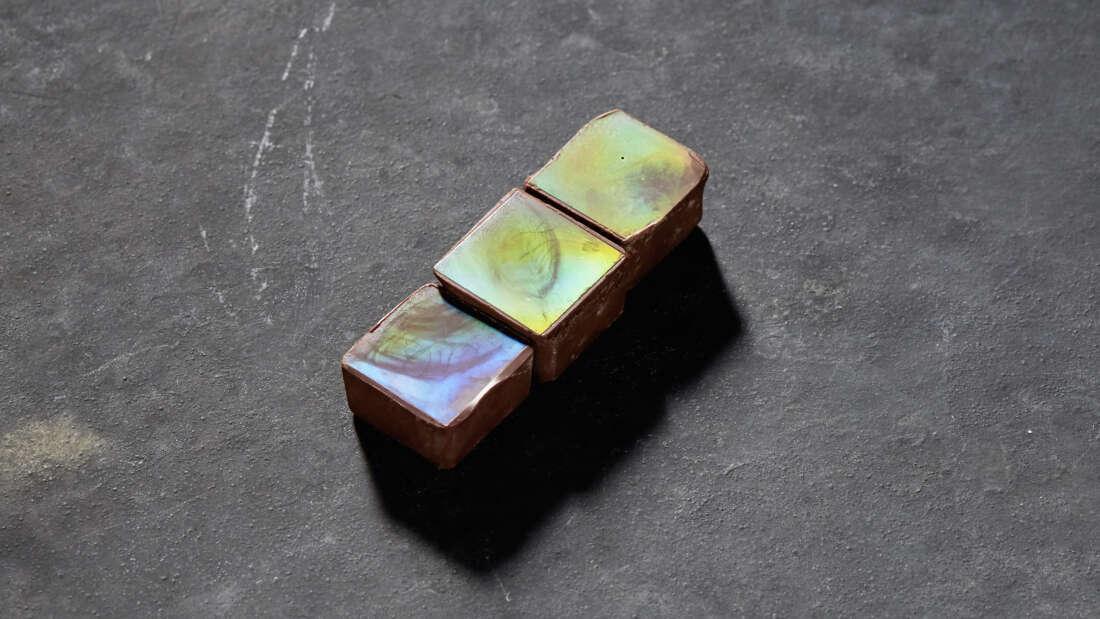 Thú vị viên socola lấp lánh màu cầu vồng ăn được có một không hai trên thế giới