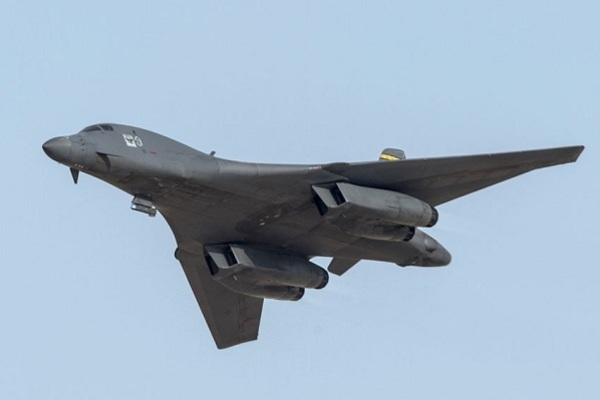 Cận cảnh tiêm kích của Nga 'đánh chặn' máy bay ném bom B-1B Lancer