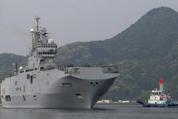 Forbes cáo buộc Nga sao chép tàu sân bay trực thăng Pháp