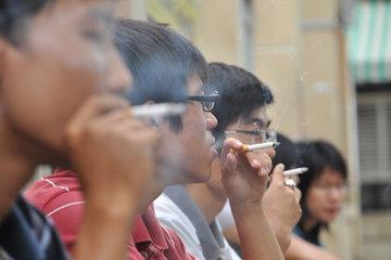 Người dân được quyền chụp ảnh hút thuốc lá sai quy định gửi cơ quan chức năng
