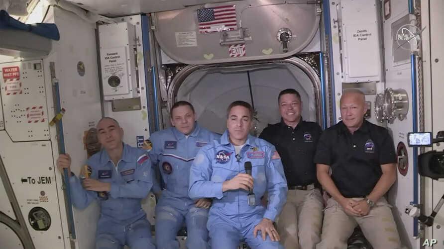 Phi hành gia NASA gặp chấn thương bất ngờ lúc vừa đặt chân lên trạm ISS