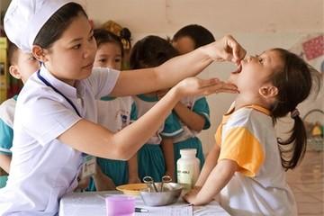 Cho trẻ đi uống Vitamin A liều cao miễn phí ở đâu?