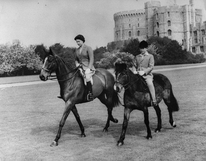 Nữ hoàng Anh gây 'kinh ngạc' khi lần đầu tái xuất sau thời gian cách ly