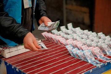 Đãng trí, người đàn ông suýt mất vé số trúng thưởng hàng trăm nghìn USD