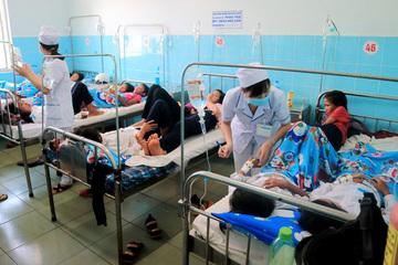 Hơn 100 học sinh nhập viện sau khi ăn bánh mì từ thiện tại trường