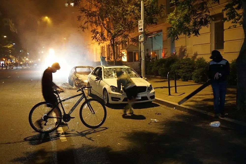 Mỹ 'chìm trong biển lửa' trước làn sóng người biểu tình