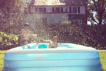 Cha mẹ tính mua bể bơi bơm hơi cho trẻ cần nhớ 4 điều này