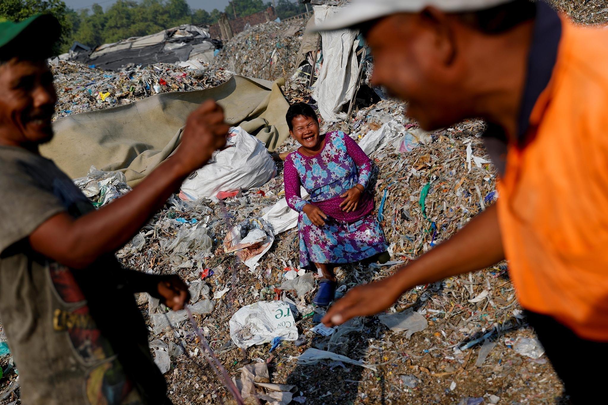'Đất nước vạn đảo' đối mặt với thảm họa rác thải khủng khiếp nhất lịch sử