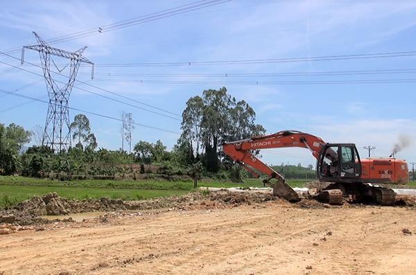Đà Nẵng: 7.400 khách hàng mất điện vì xe múc san lấp mặt bằng