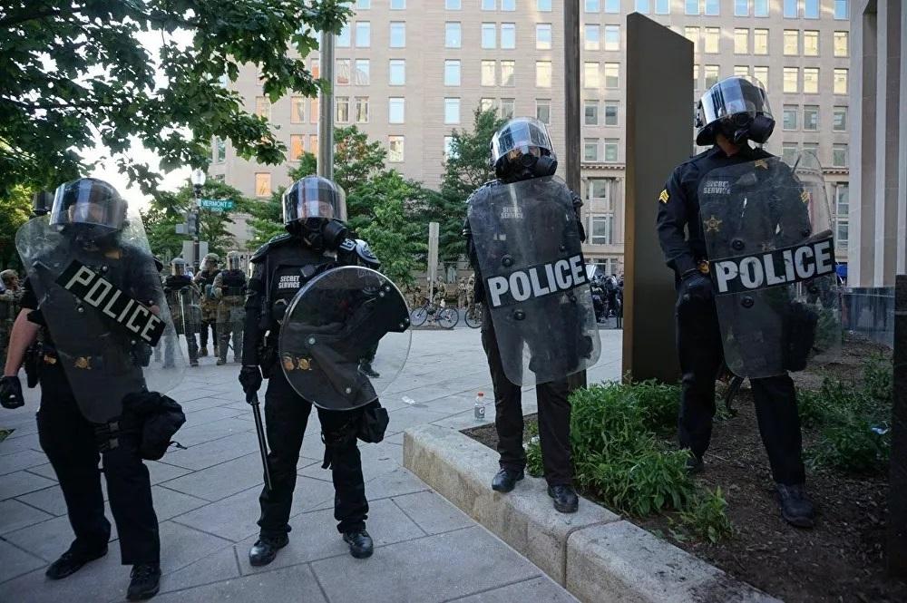 Mỹ: New York mở rộng giờ giới nghiêm, người biểu tình nổ súng vào cảnh sát