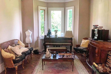Kỳ lạ ngôi biệt thự cổ bỏ hoang cùng nhiều vật phẩm đắt tiền