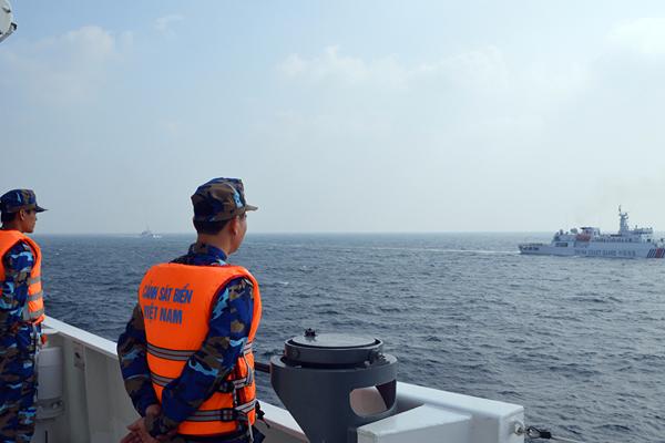 Công dân phải đáp ứng yêu cầu nào thì được tuyển chọn vào lực lượng Cảnh sát biển?