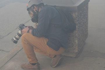 Hình ảnh các phóng viên giữa 'tâm' biểu tình tại Mỹ
