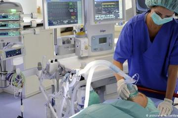 Tỉnh dậy sau 2 tháng hôn mê, bệnh nhân 'sốc' khi biết thế giới bị phong tỏa