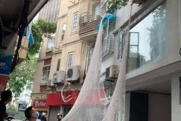 Nghi phạm giết người đột nhập nhà dân trốn công an, nhảy trúng lưới giăng sẵn