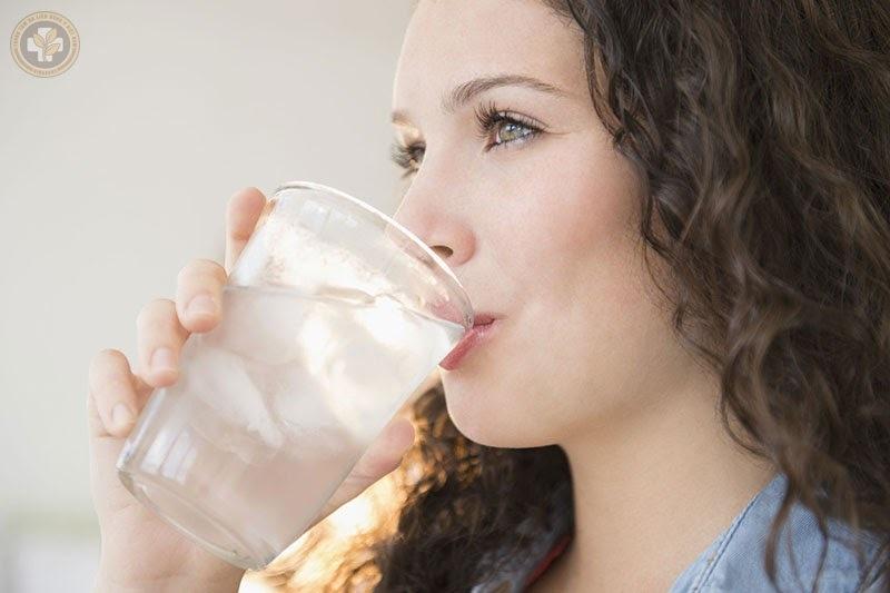 Uống nước lạnh giải khát: Thói quen xấu mùa hè