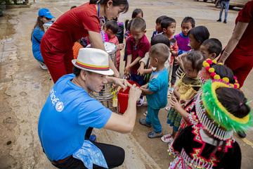 Nghệ sĩ Xuân Bắc nhảy múa, hướng dẫn trẻ em Điện Biên phòng ngừa Covid-19