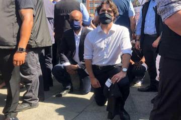Canada: Thủ tướng Trudeau quỳ gối cùng người biểu tình tưởng nhớ George Floyd