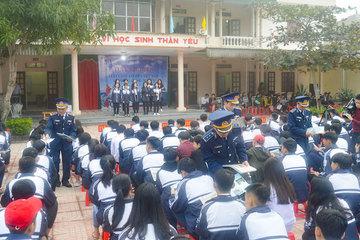 Chủ động tuyên truyền nâng cao nhận thức cho nhân dân về Luật cảnh sát biển