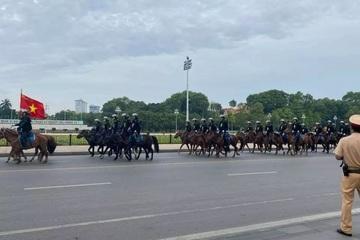 Cộng đồng mạng háo hức với những hình ảnh về trung đoàn kỵ binh của Việt Nam