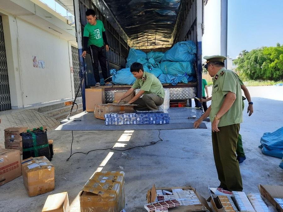 Bình Định bắt giữ 2.300 bao thuốc lá điếu ngoại nhập lậu