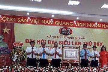 Xã Minh Quang (Ba Vì, Hà Nội) đón bằng công nhận đạt chuẩn NTM