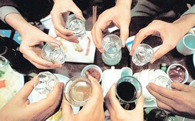 Uống rượu không ăn, người đàn ông  tử vong