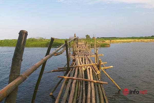 Người dân dựng cầu khỉ, 'dàn trận ngọn tre' giữa sông, cát tặc 'khóc ròng'