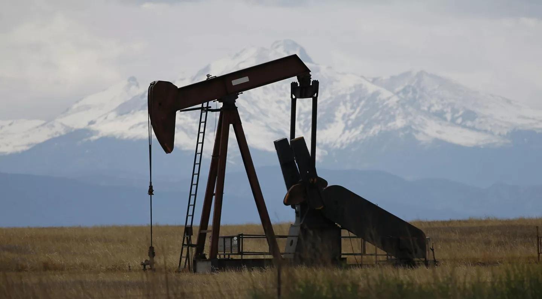 OPEC+ chốt gia hạn thỏa thuận cắt giảm sản lượng dầu mỏ, giá dầu 'bứt phá'