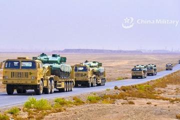 Hàng ngàn lính dù Trung Quốc tập trận giữa lúc căng thẳng với Ấn Độ