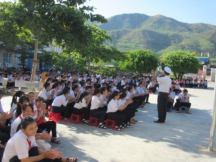 Học viện Hải quân tuyên truyền chủ quyền biển, đảo cho học sinh