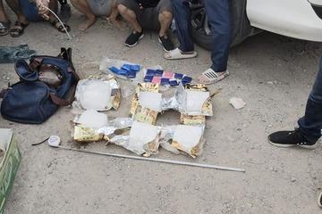 """""""Đón lõng"""" ô tô chuyển 6kg ma túy đá ở Hà Nội, """"cất vó"""" cả đường dây buôn ma túy xuyên tỉnh"""