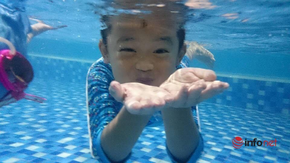 Thầy dạy bơi chia sẻ 'thời điểm vàng' cho trẻ học bơi thành công