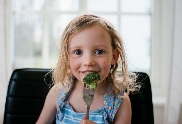 5 tuyệt chiêu 'trị' trẻ lười ăn rau quả